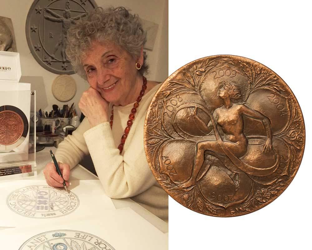laura cretara disegna alla medaglia dell'expo coniata dalla picchiani e barlacchi
