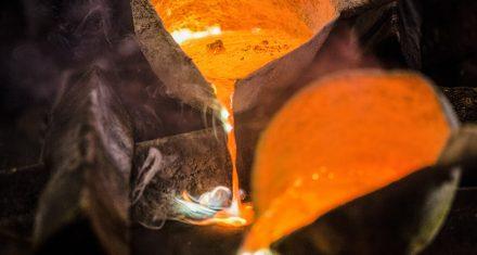 dettaglio fase di fusione del metallo