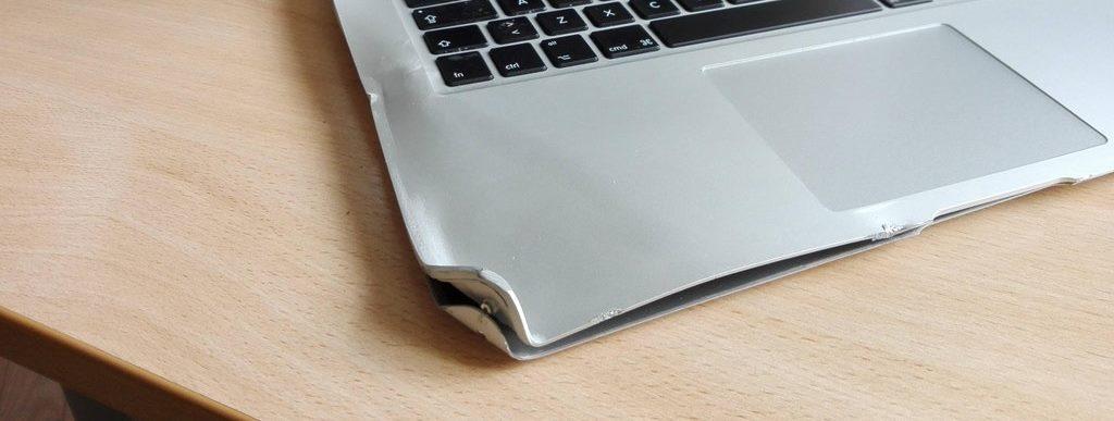 Сломался корпус ноутбука, появились трещины