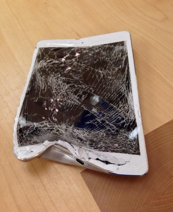 Сломался корпус в планшете