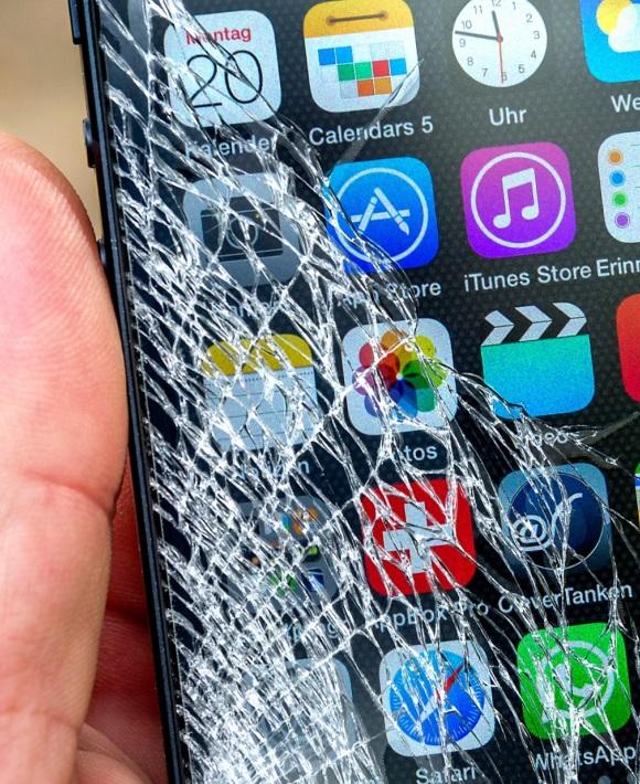 Разбился дисплей, экран, сенсор, тачскрин, стекло в мобильном телефоне