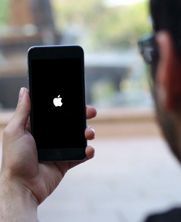 мобильный телефон выключается, перезагружается