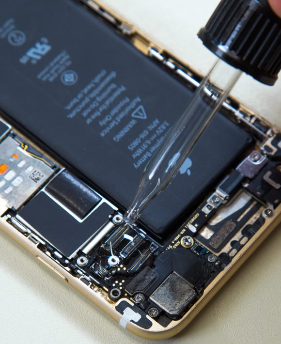 Ремонт телефона после попадания влаги