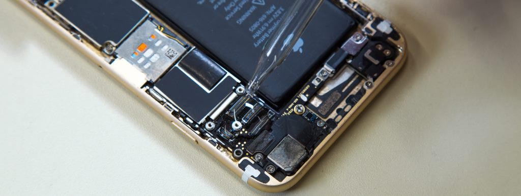 Процесс восстановления телефона после попапдпния жидкости