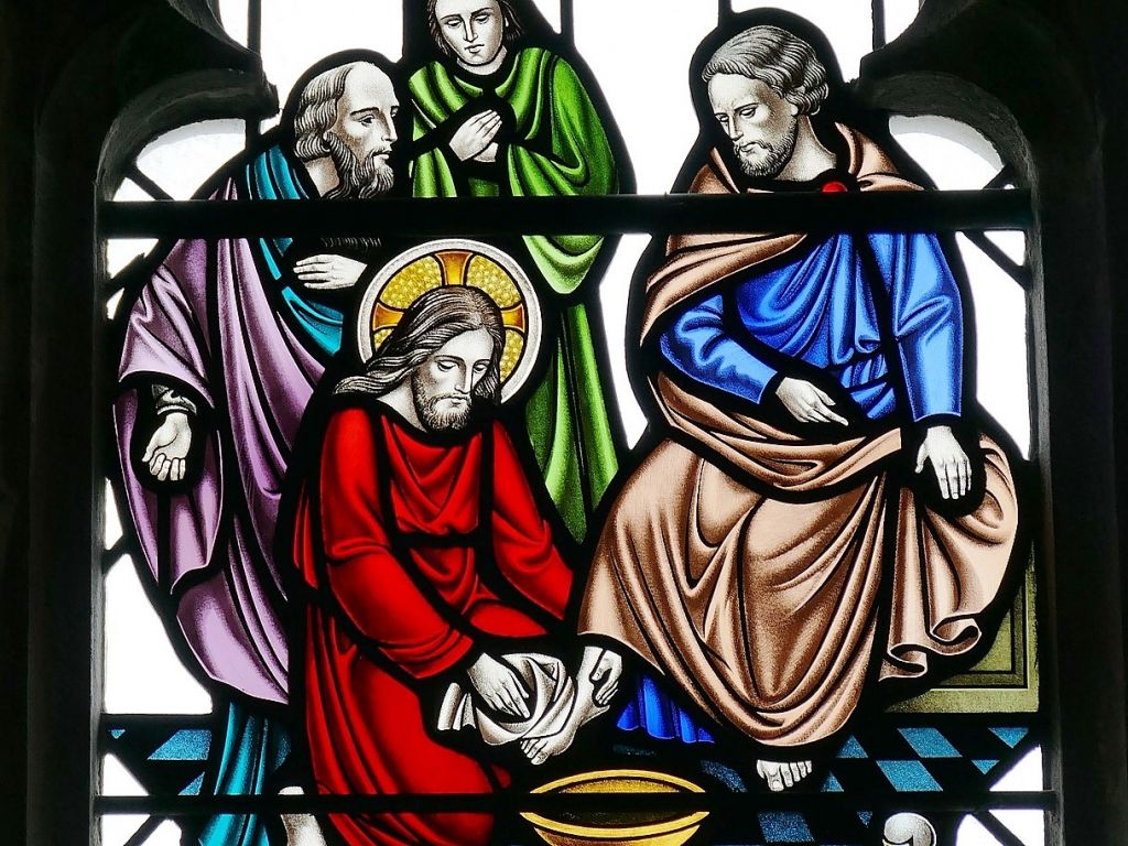 Lasimaalaus, jossa Jeesus pesee opetuslastensa jalat.