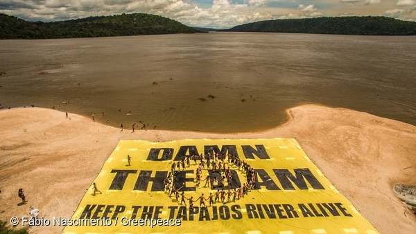 Greenpeace Joins the Munduruku to Protest Damming of Tapajos River. 18 Mar, 2016  © Fábio Nascimento / Greenpeace