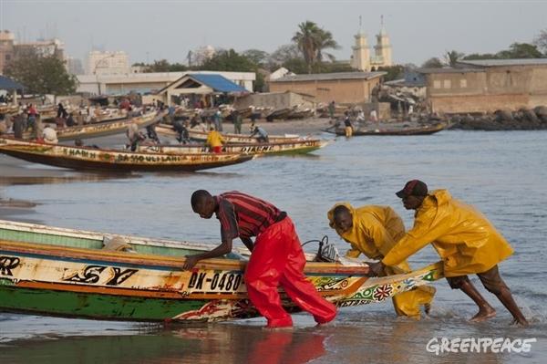 pirogues pêcheurs artisans au Sénégal