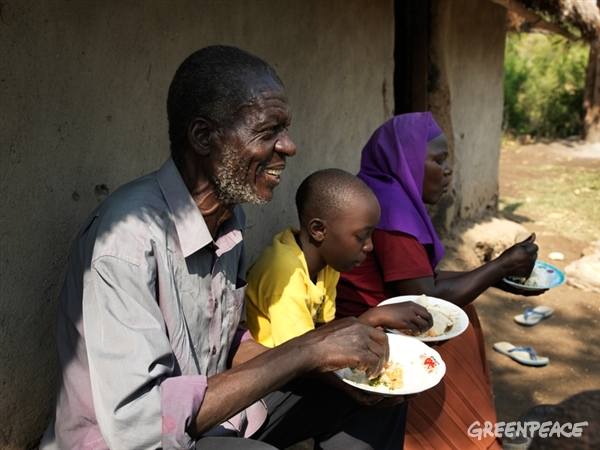 Locals eating ecological food in Kenya