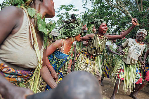 Villagers of Lokolama welcome the Expedition Team on their Arrival. © Kevin McElvaney