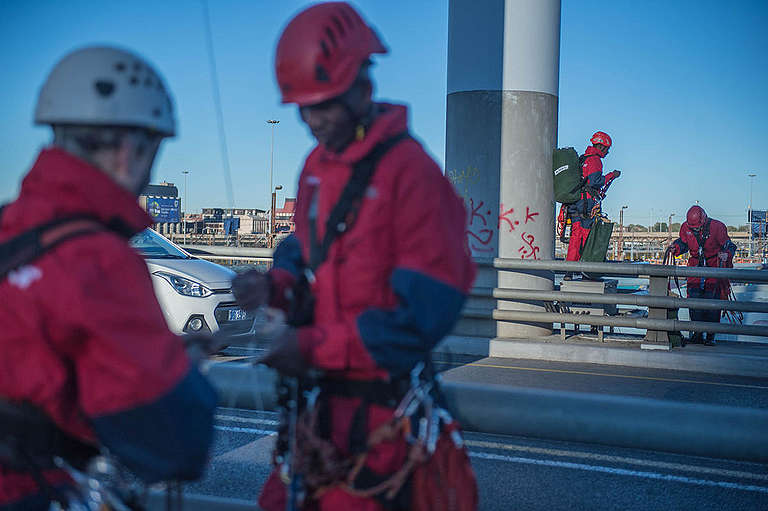 Action on Mandela Bridge in South Africa. © Mujahid Safodien