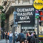 """Greenpeace: """"Con la pajita no alcanza"""""""