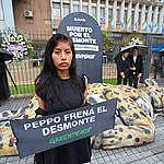 Reclamo a Peppo en la Casa de Gobierno de Chaco con el velatorio de un yaguareté