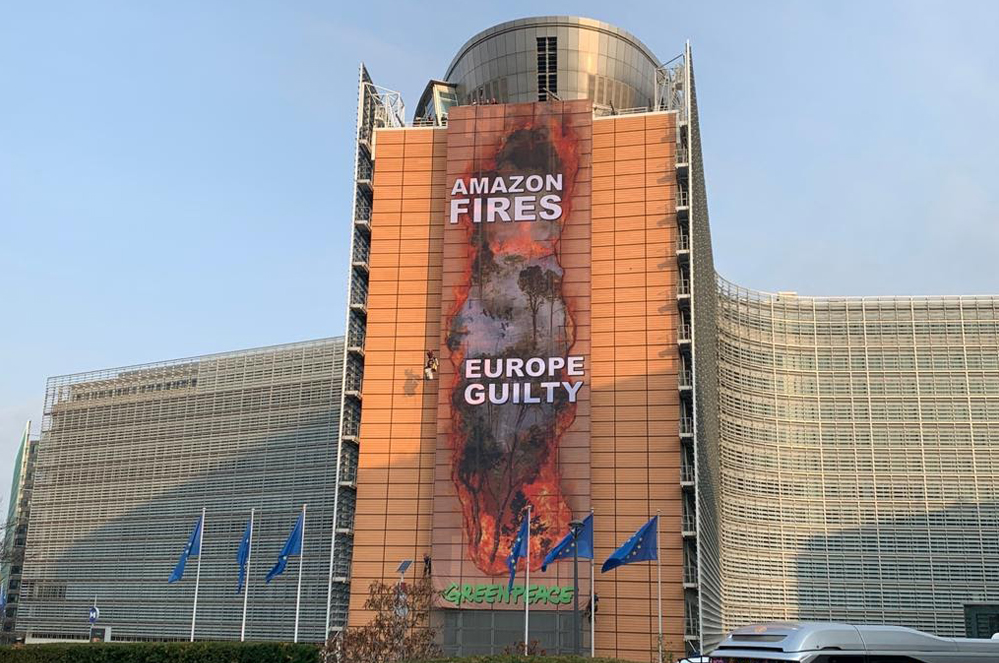 """Action au Berlaymont : """"l'Europe est complice des incendies en Amazonie"""""""