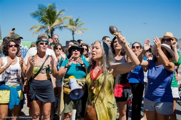 Mobilização em Ipanema, no Rio de Janeiro, pela preservação da floresta Amazônica e contra os retrocessos ambientais do governo Temer. Foto: Júlia Mente/Greenpeace