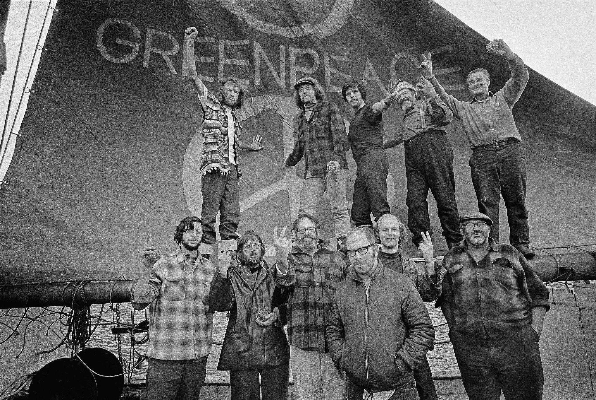 A equipe da primeira viagem realizada pelo Greenpeace a bordo do Phyllis Cormack