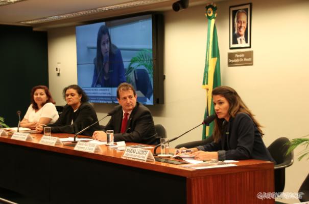 Marina Lacôrte discursa em plenária no Congresso