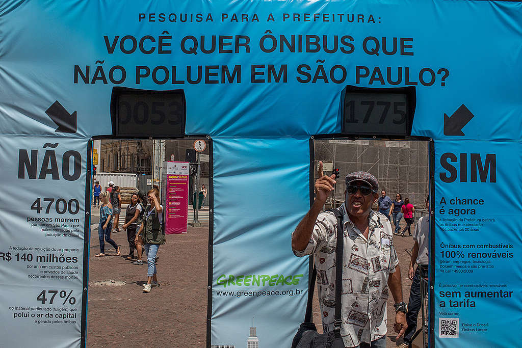 Pesquisa informal sobre ônibus com a população de São Paulo. © Daniel Kfouri
