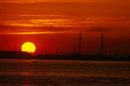 Indústria vista ao pôr do sol © Martin Lueders