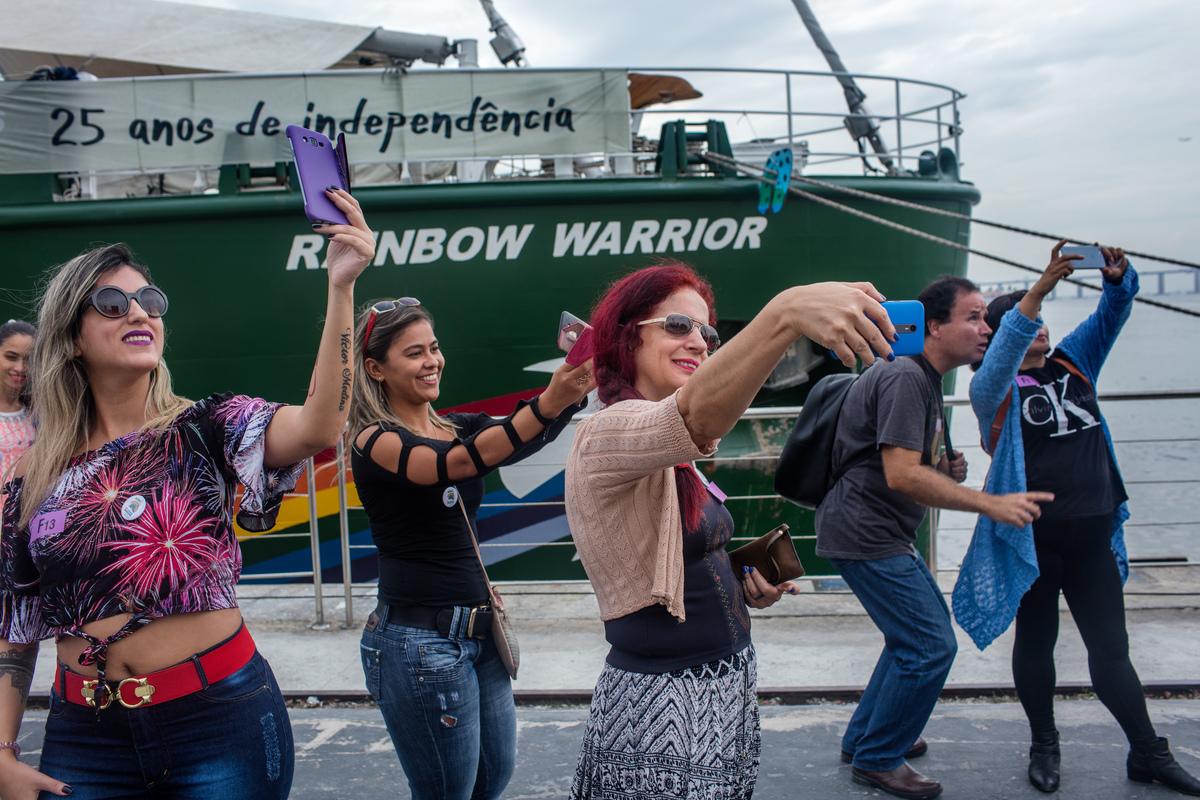 Rainbow Warrior no Rio de Janeiro, Brasil. © Marizilda Cruppe
