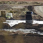 Greenpeace descobre descarte ilegal de resíduo de petrolíferas