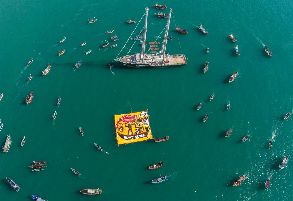 Protesto de barcos em Teluk Patani. © Arnaud Vittet