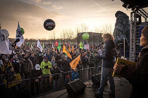 Grande manifestação de pessoas contra o carvão em Berlim © Gordon Welters