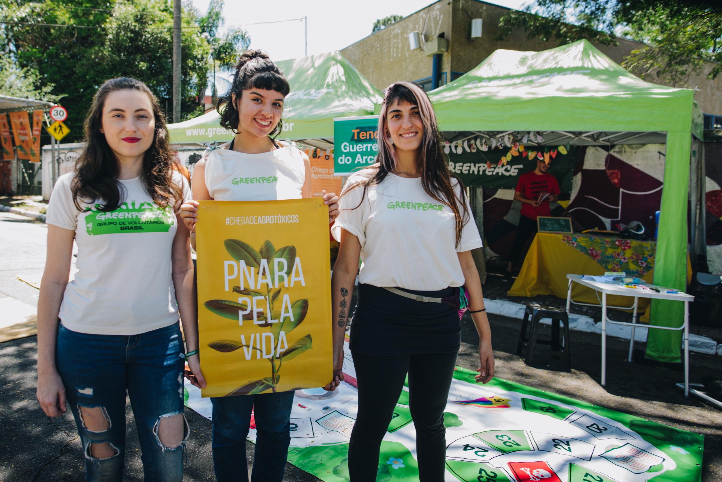Mariana Belato, Grazielle Garcia e Natalia Ricci, voluntárias do Greenpeace