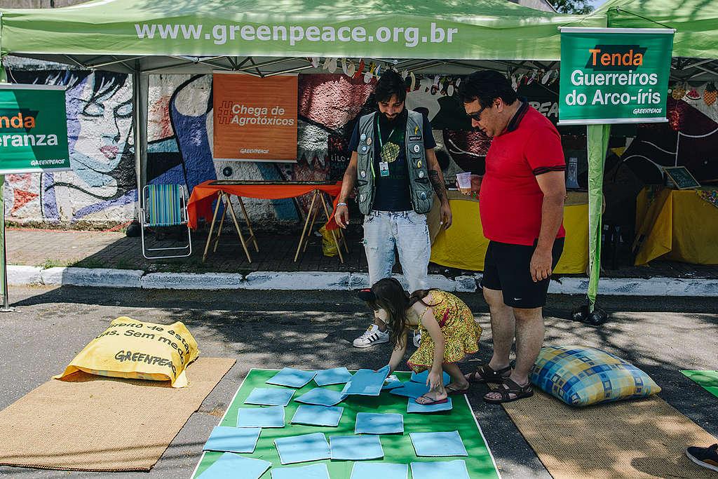 Jogo da memória na tenda do Greenpeace