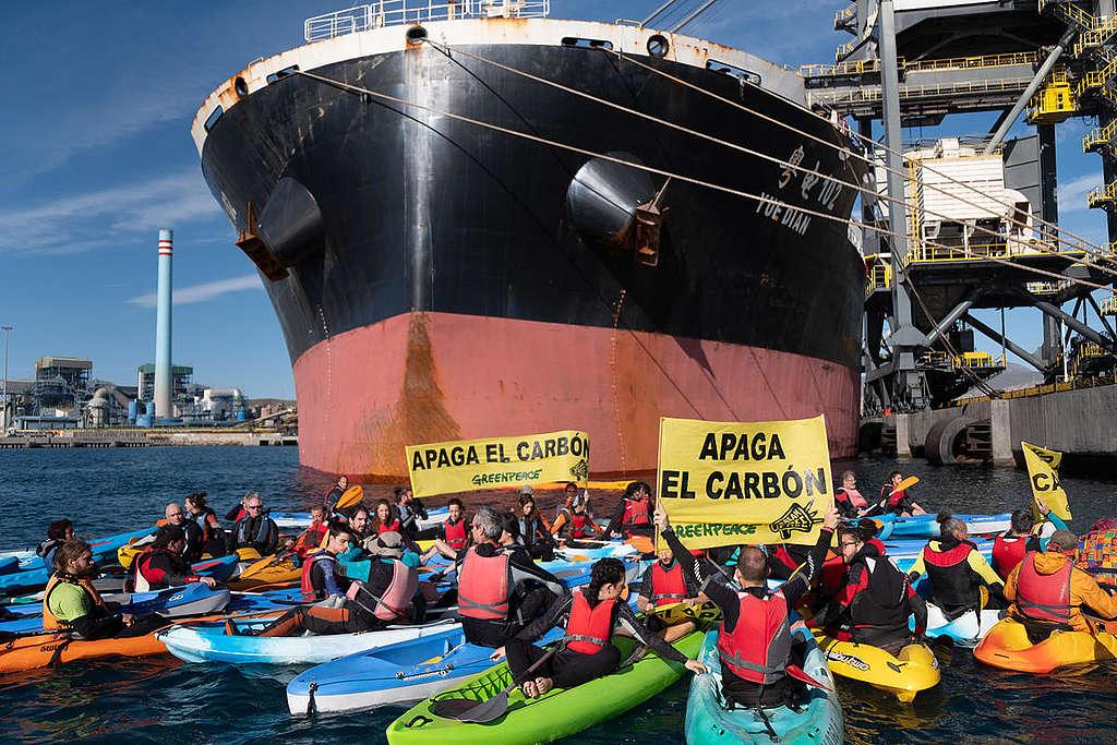 Ação no porto de usina a carvão da Espanha © Pedro Armestre