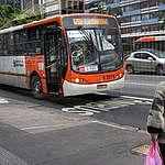Lei dos ônibus limpos completa um ano com poucos avanços