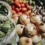 legumes dispostos em feira orgânica