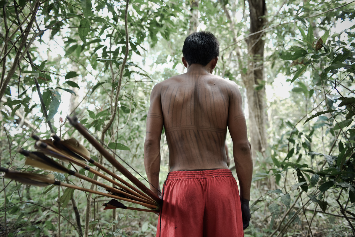 Munduruku in the Forest near Lake Leonardo in the Amazon. © Anderson Barbosa / Greenpeace