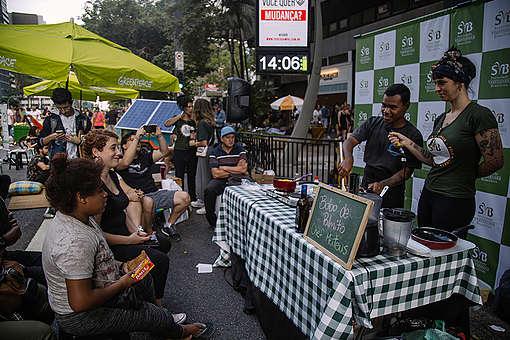 Degustação de delícias veganas foi uma das atividades que abriram a Semana Sem Carne. Uma alimentação sem carne é possível - pela sua saúde, pelo planeta, pelos animais!