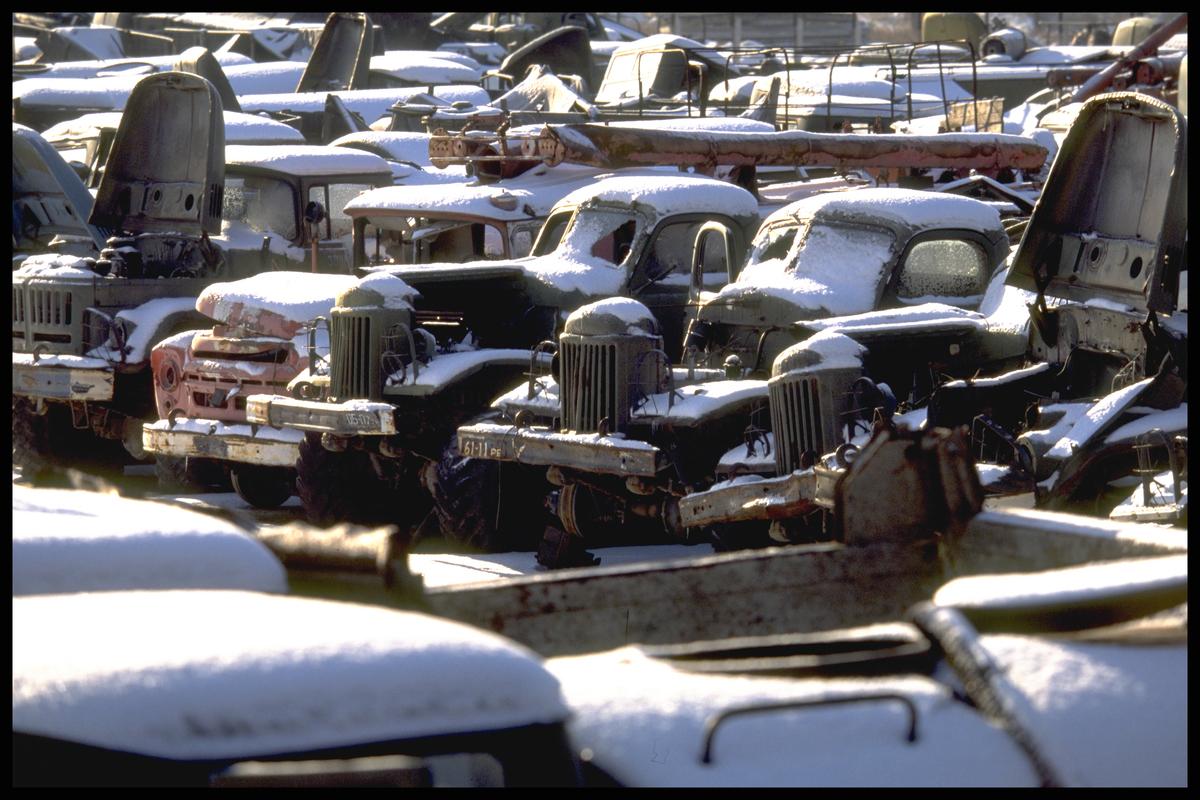 Rassohka, o maior cemitério de caminhões e helicópteros contaminados pelo acidente de Chernobyl. © Clive Shirley / Signum / Greenpeace