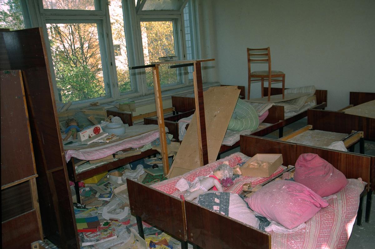 Jardim de infância abandonado em Pripyat, Ucrânia. A cidade, onde viviam mais de 48 mil habitantes, a menos de 3 km da usina, foi evacuada depois do acidente de Chernobyl. © Greenpeace / Sergei Spasokukotskiy