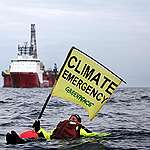 Swimmer in front of BP Oil Rig in North Sea. © Greenpeace