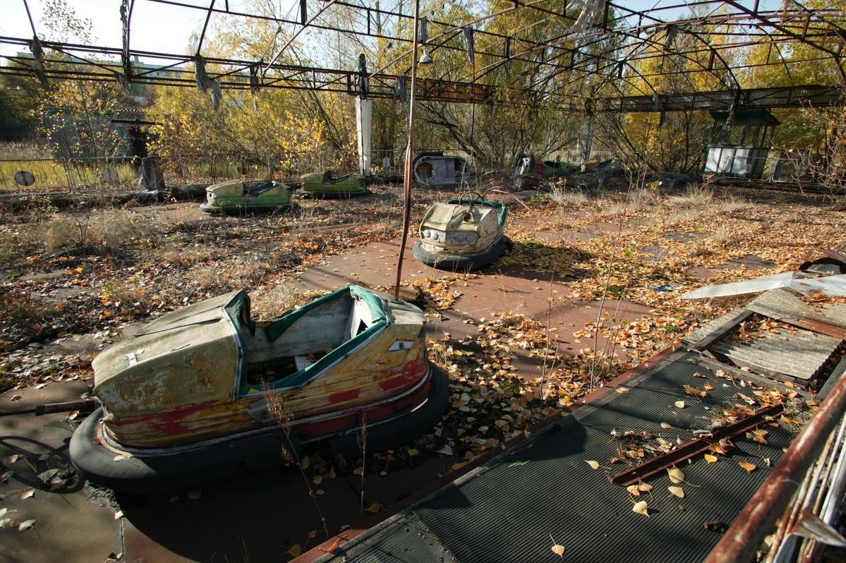 Ruínas de um parque de diversões me Pripyat, Ucrânia. Antes do acidente de Chernobyl, a cidade era um exemplo de orgulho da antiga União Soviética. Mais de 48 mil habitantes viviam lá, a menos de 3 km da usina. Hoje é uma cidade fantasma. © Greenpeace / Steve Morgan