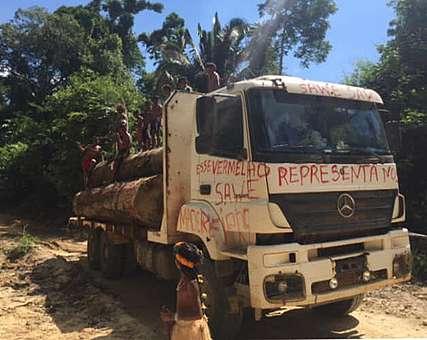 Caminhão madeireiro é encontrado pelo povo Munduruku dentro de seu território