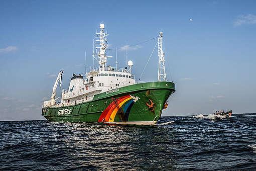 MY Esperanza close to the Amazon Reef. © Pierre  Baelen / Greenpeace