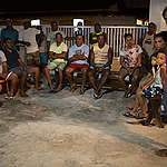 """Pescadores em vila da Bahia tornam-se """"reféns do petróleo"""" e temem passar fome"""