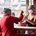 Levando comida saudável para a periferia durante a pandemia