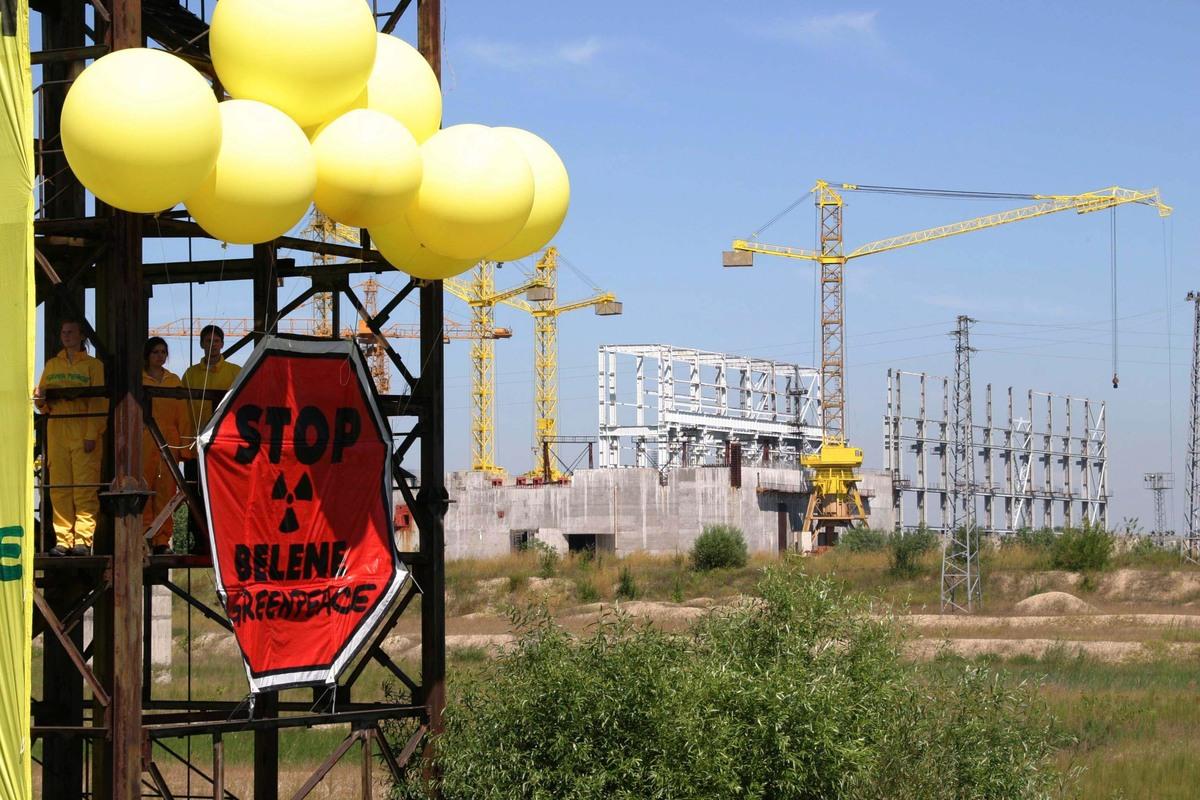 Action against Nuclear Plant in Bulgaria. © Rastislav Prochazka / Greenpeace