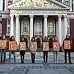 Десетки хиляди по цял свят взеха участие в мирните протести срещу мръсната енергия от изкопаемите горива