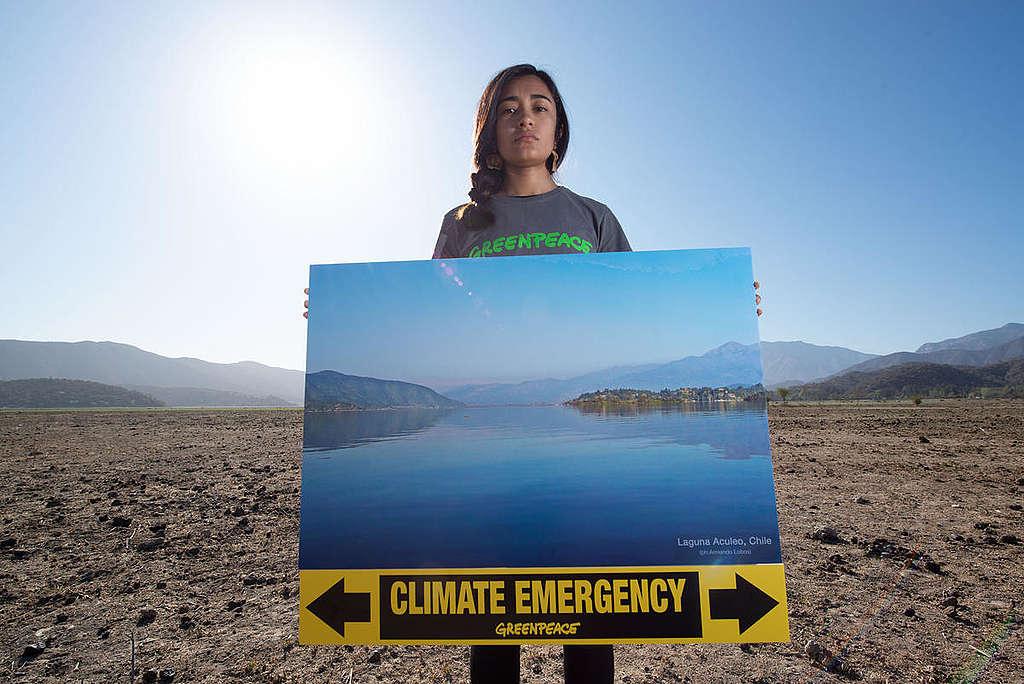 Climate Emergency Action at Laguna de Aculeo in Chile. © Martin Katz / Greenpeace