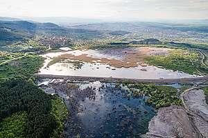 """Депото за отпадъци на ТЕЦ """"Република"""" в Перник, снимано от въздуха след разлива на 7 май 2020"""
