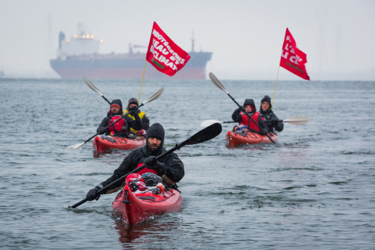 Activists Block Tar Sands Oil Pipes in the Port of Montreal