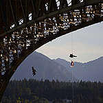 COMMUNIQUÉ: Greenpeace Canada bloque le passage du navire-pétrolier de Trans Mountain (TMX)  sous le pont 'Ironworkers Memorial' à Vancouver
