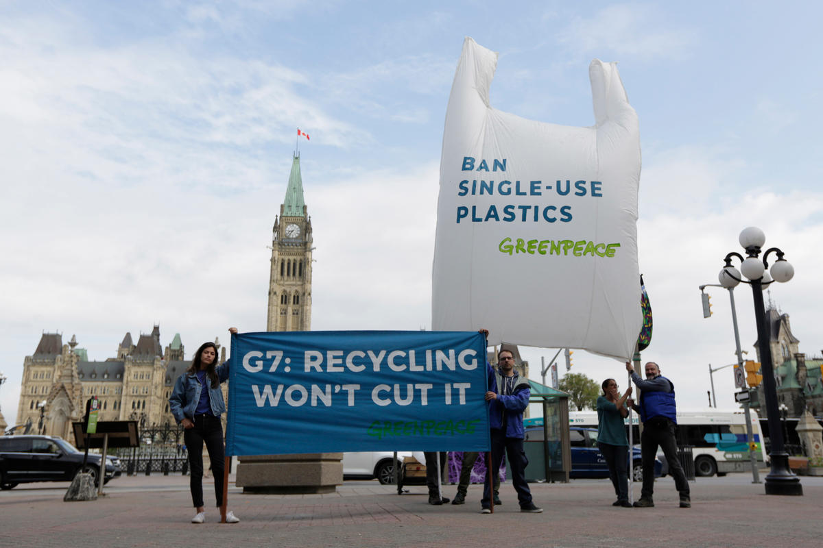 Action to Send Message to Leaders ahead of G7 Summit in Canada. © David Kawai / Greenpeace