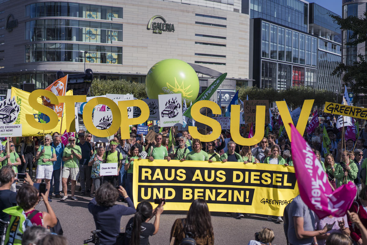 #aussteigen Demonstration and Bike Ride in Frankfurt am Main. © Kevin McElvaney / Greenpeace