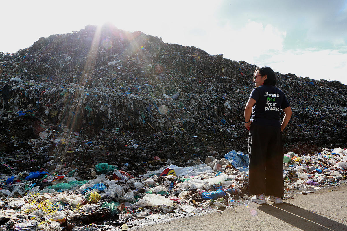 Plastic Waste Dump in Dumaguete, Philippines. © Greenpeace